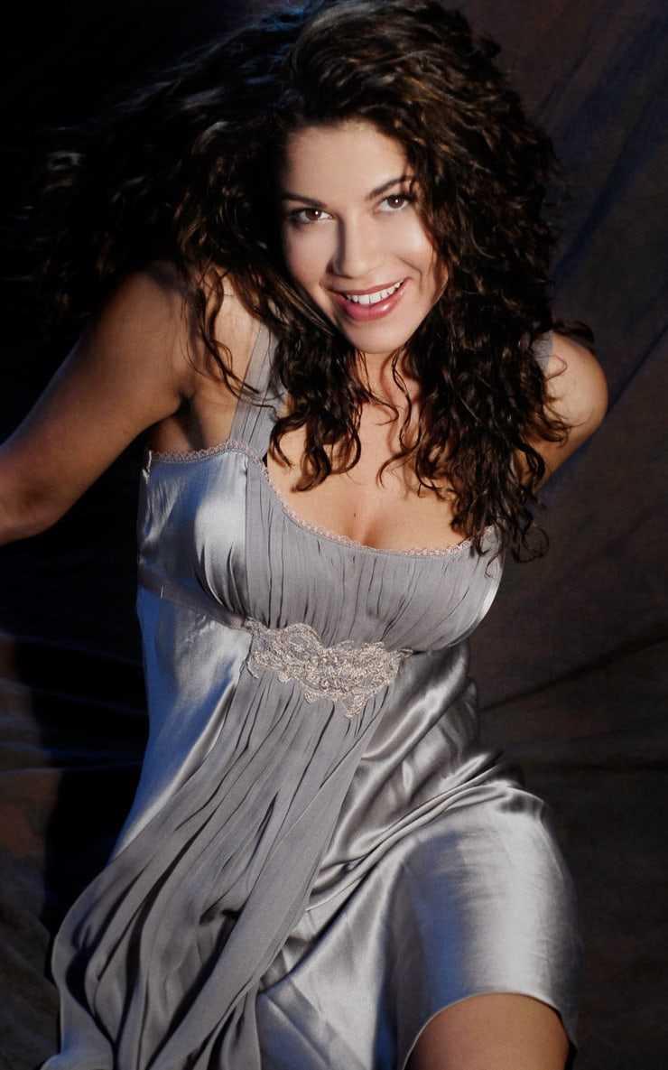 Luciana Carro sexy tits pics