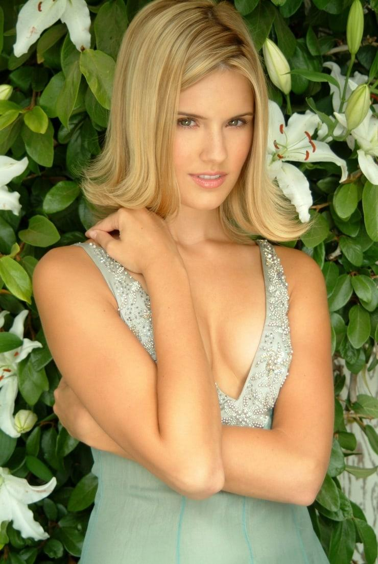 Maggie Grace hot pictures