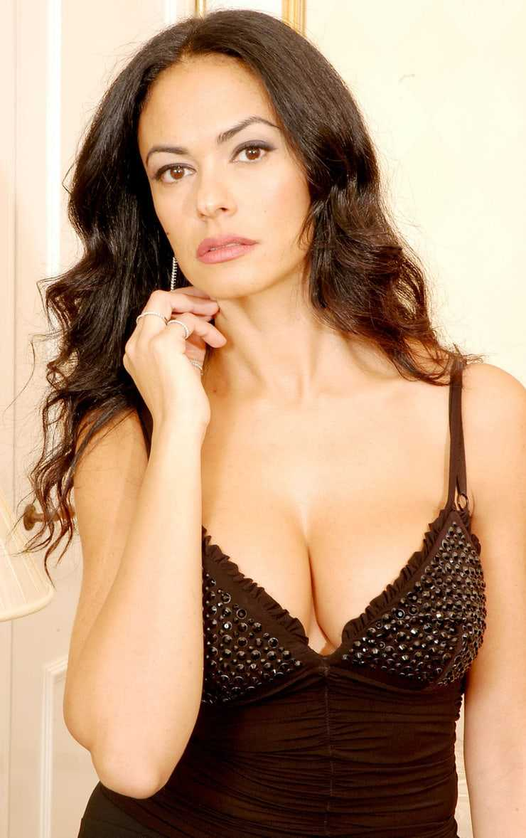 Maria Grazia Cucinotta amazing tits pics