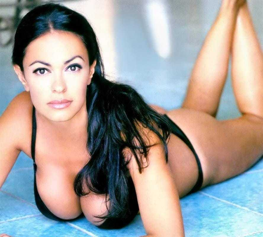 Maria Grazia Cucinotta cleavage pics