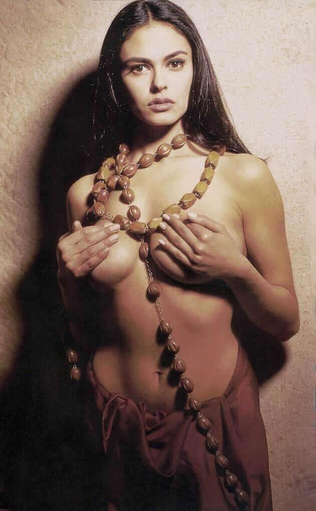 Maria Grazia Cucinotta naked pics