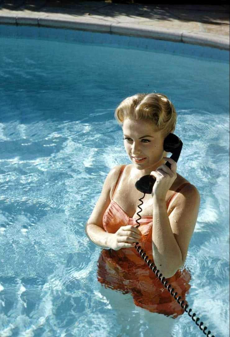 Martha Hyer hot cleavage pics