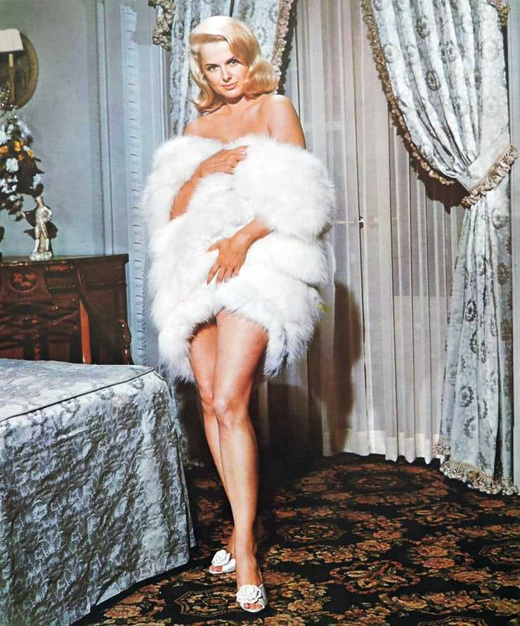 Martha Hyer hot look pictures