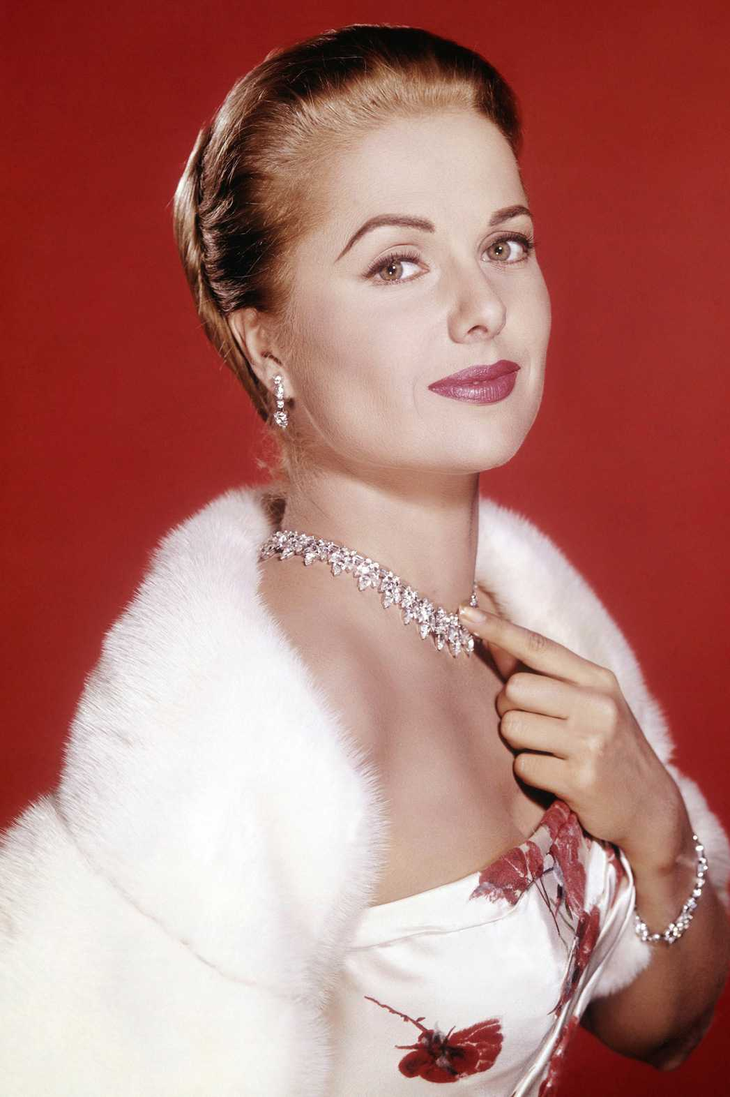Martha Hyer hot pictures