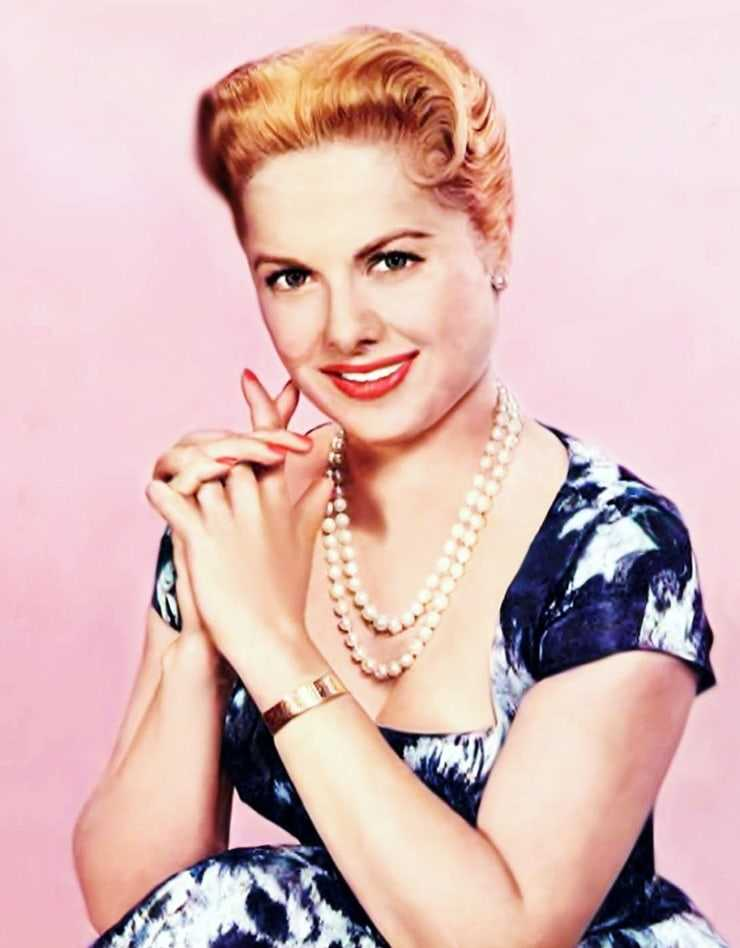 Martha Hyer sexy look pictures