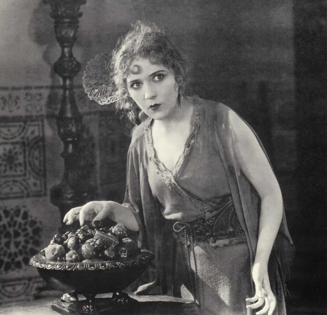 Mary Pickford sexy cleavage pics