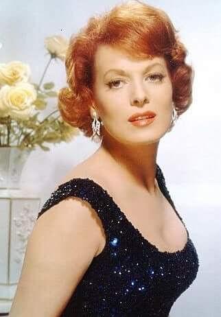 Maureen O'Hara big busty pics (2)