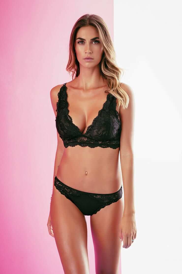 Melissa Satta sexy bikini pics
