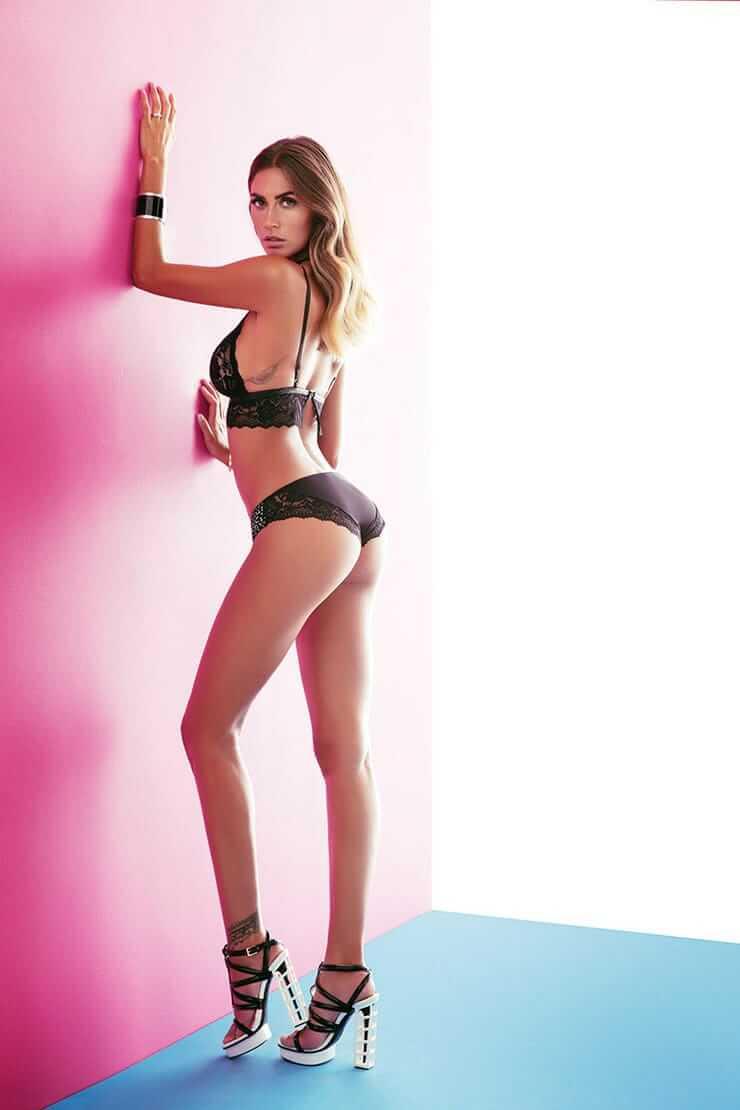 Melissa Satta sexy butt pics