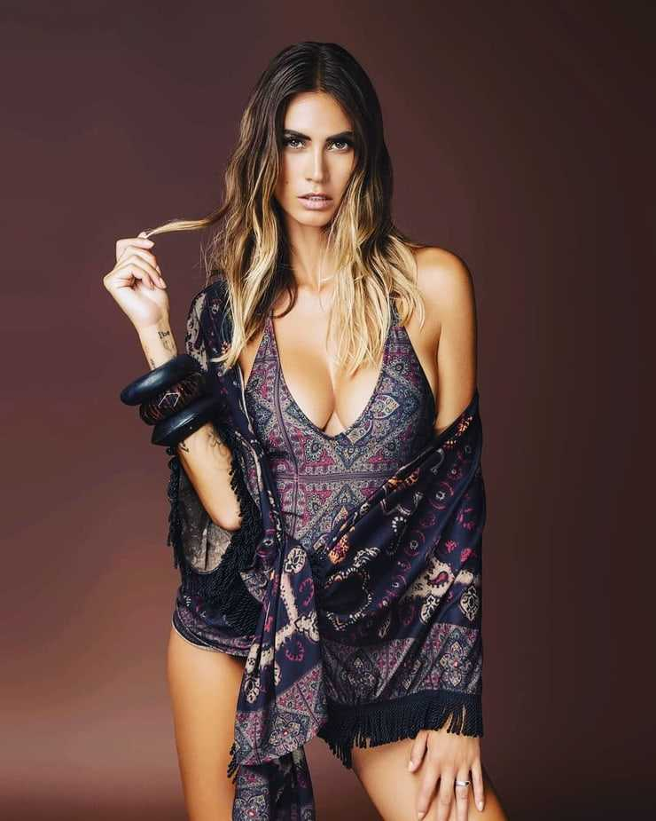 Melissa Satta topless pictures