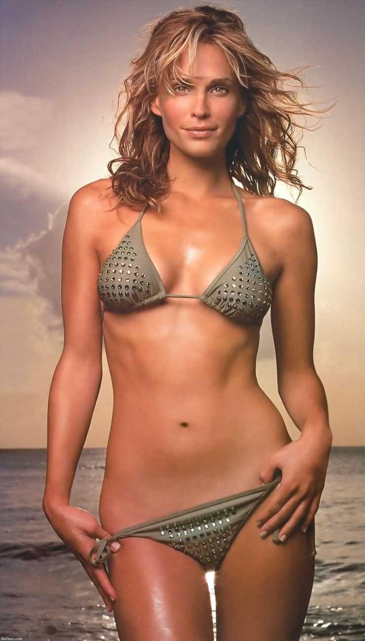 Molly Sims amazing boobs pics