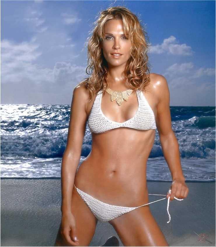 Molly Sims hot bikini pics (2)