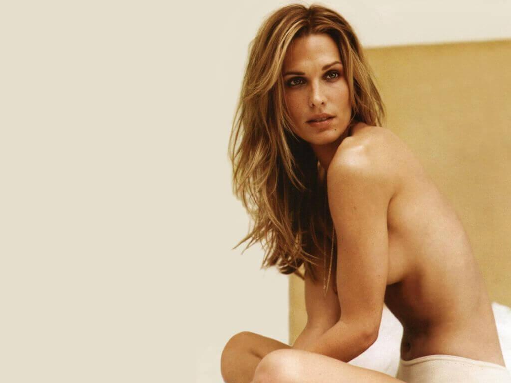 Molly Sims sexy side boobs pics