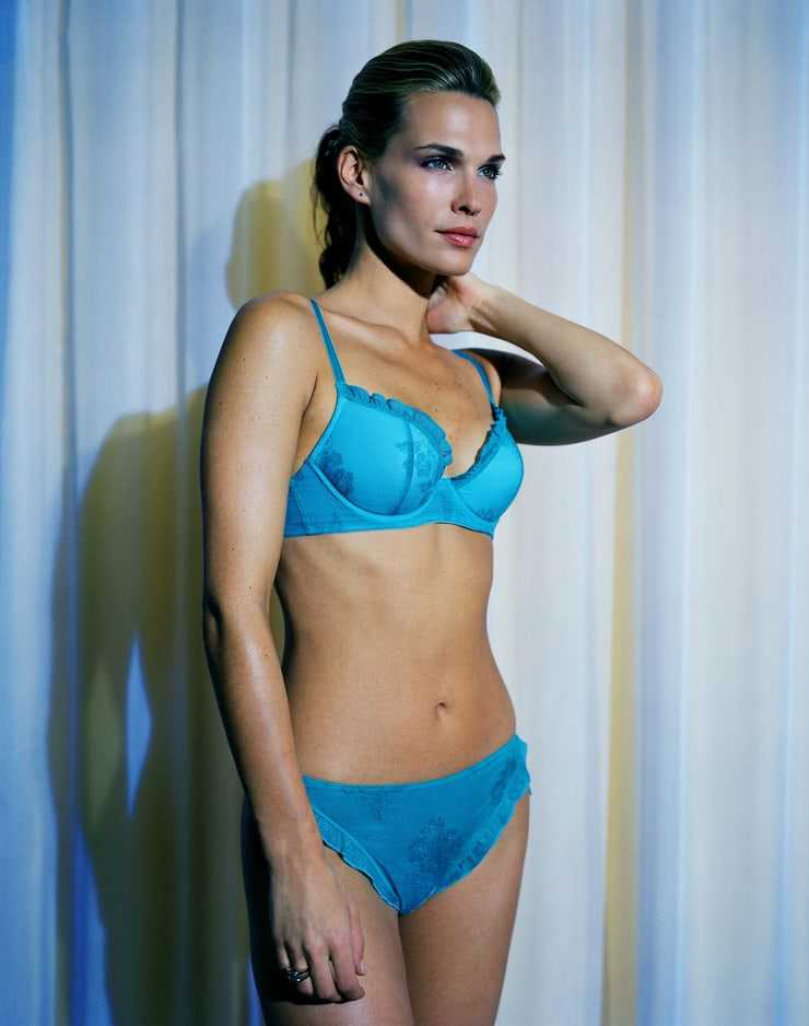 Molly Sims sexy tits pic