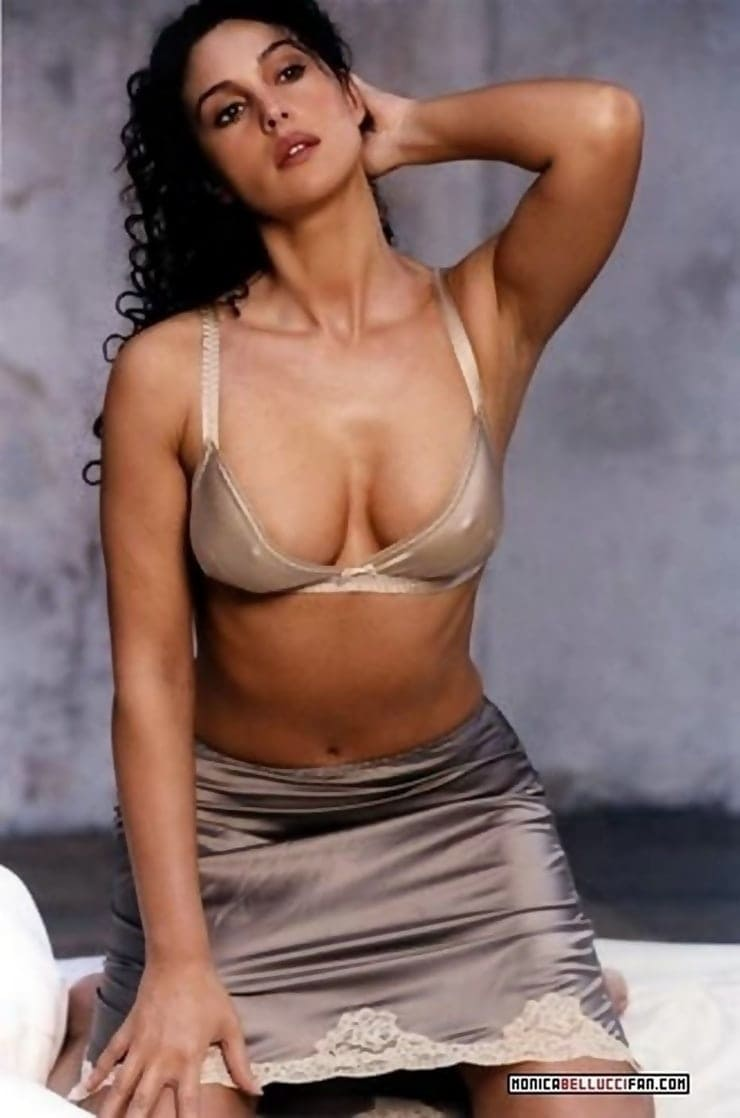 Monica Belucci big boobs pics