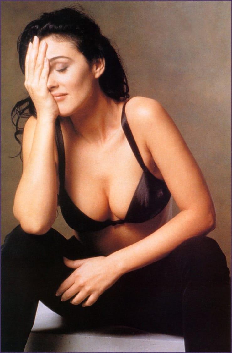Monica Belucci big busty pics