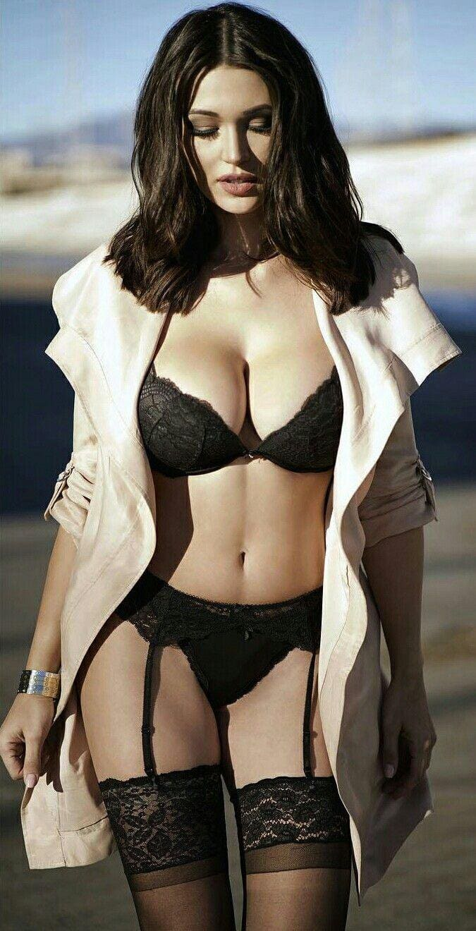 Monica Belucci hot lingerie pics
