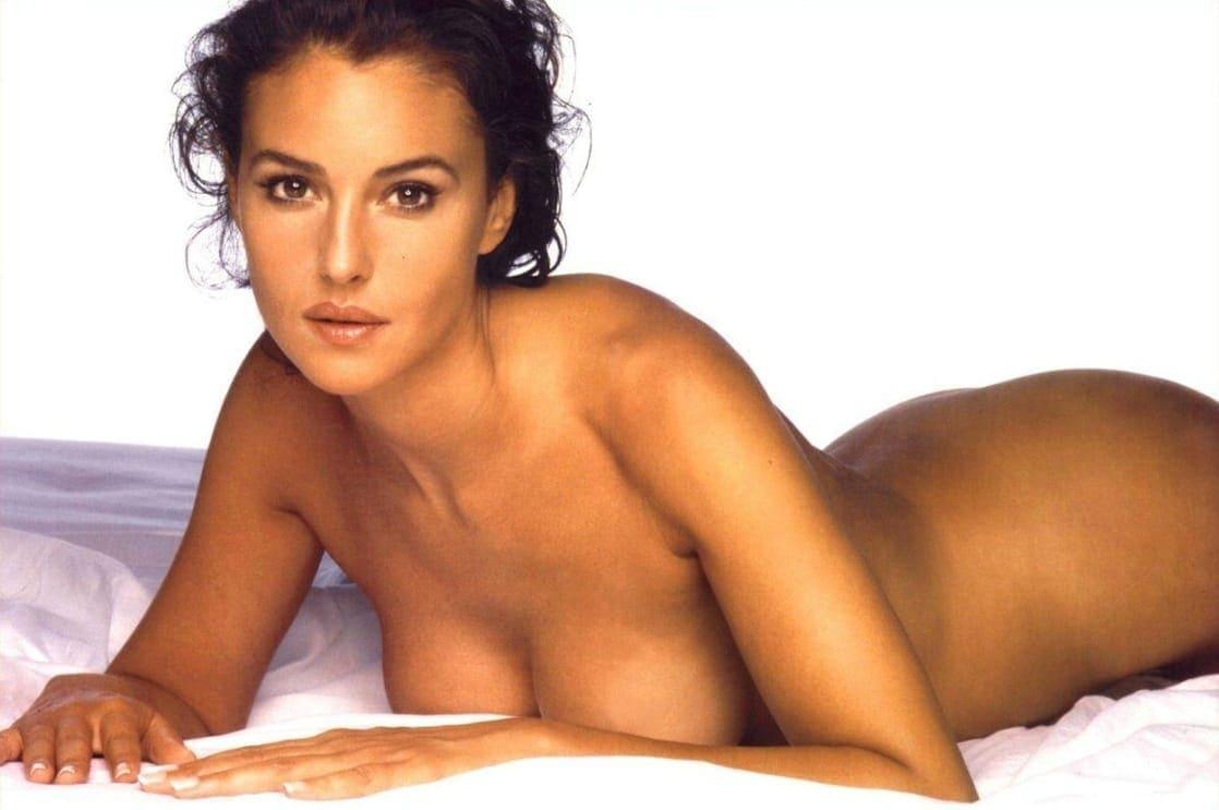 Monica Belucci hot look pics