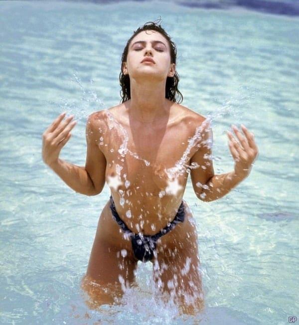 Monica Belucci nipples pics