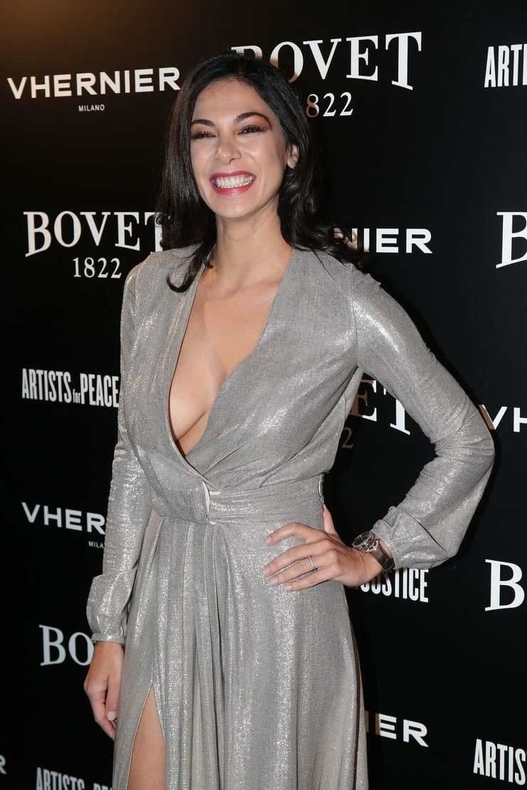 Moran Atias sexy side boobs pics