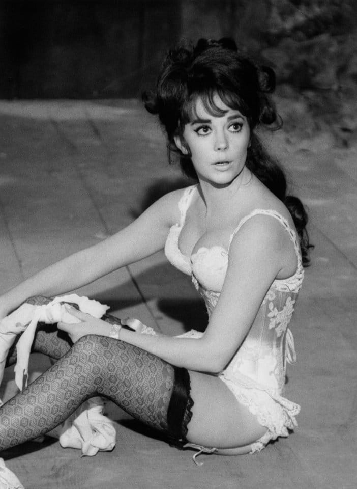 Natalie Wood sexy side boobs pics