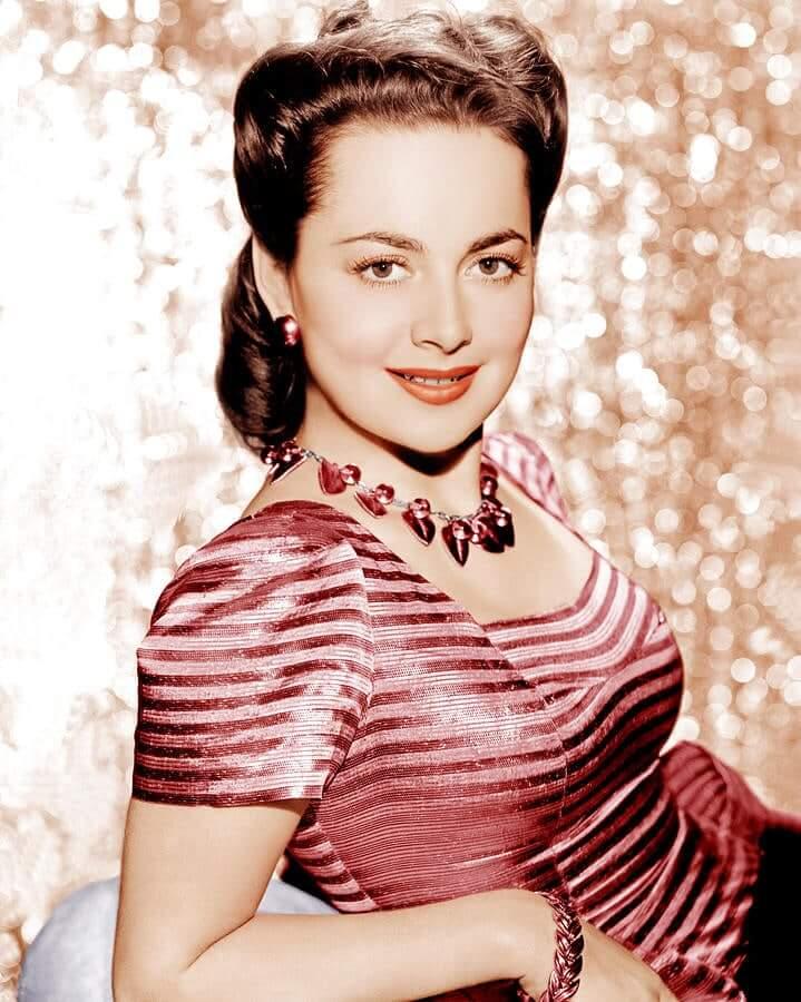 Olivia de Havilland big tits pic