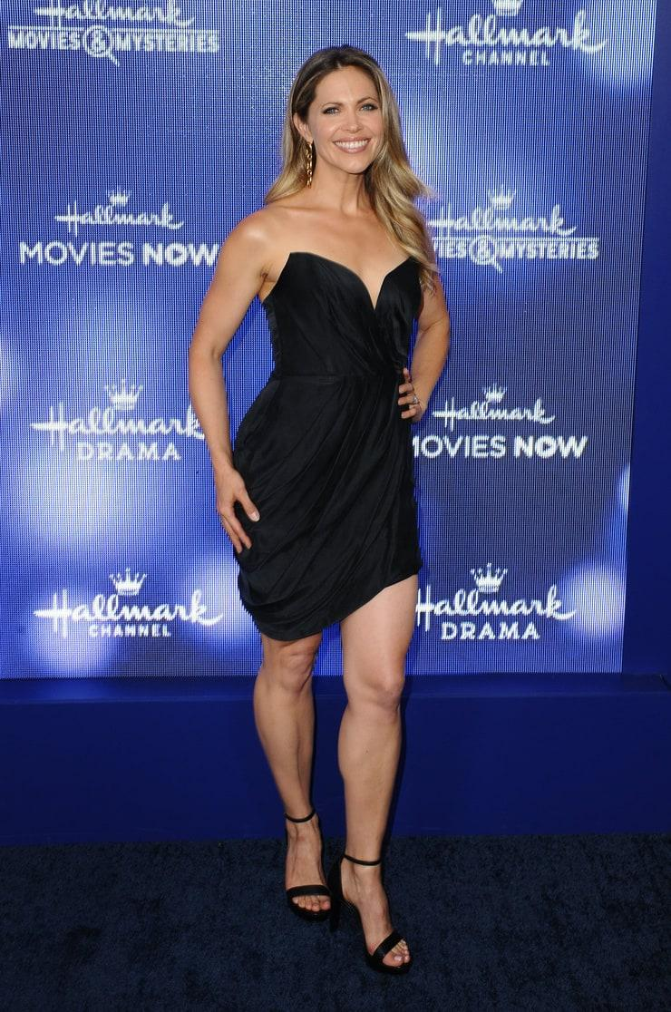 Pascale Hutton hot look pics
