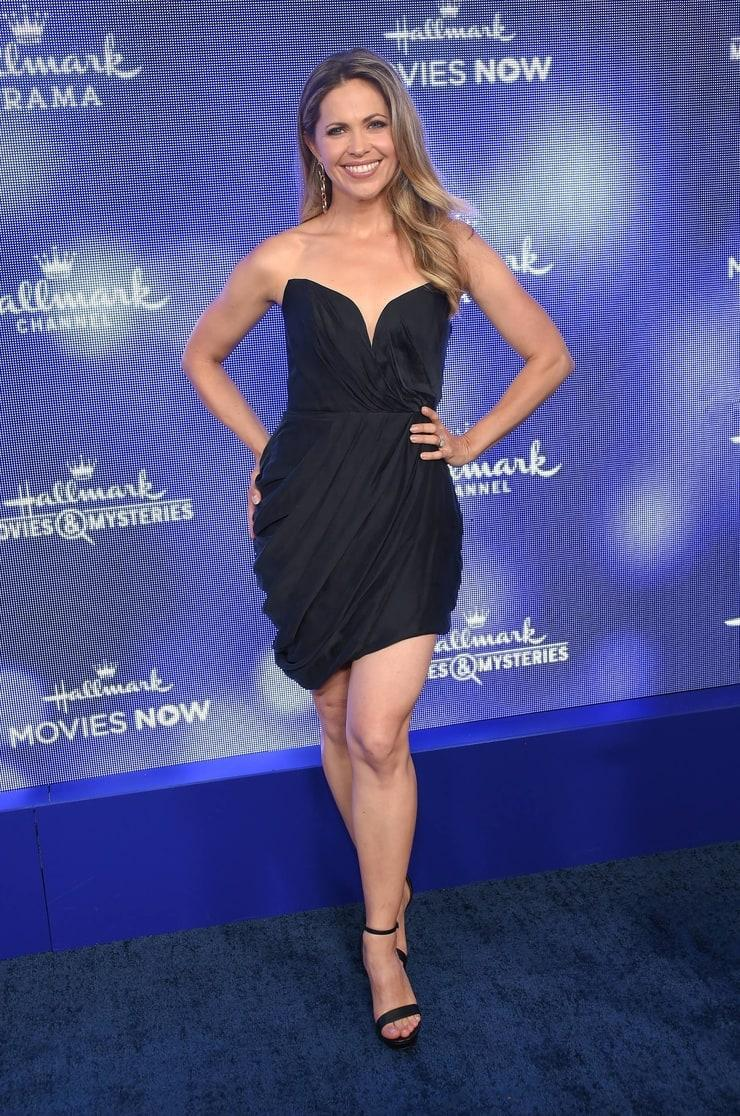 Pascale Hutton hot look pictures