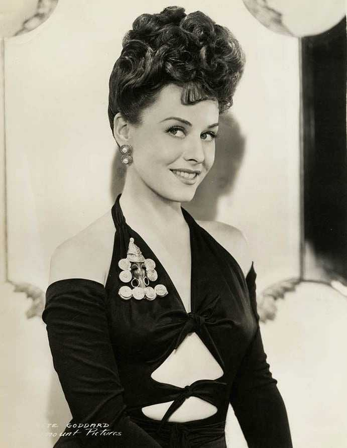 Paulette Goddard sexy cleavage pictures
