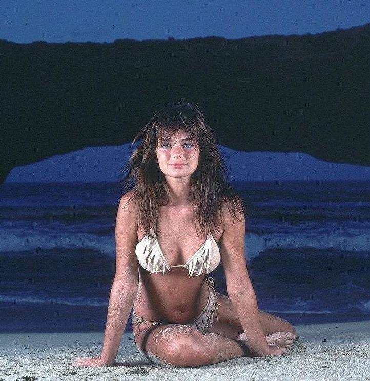 Paulina Porizkova cleavage pics