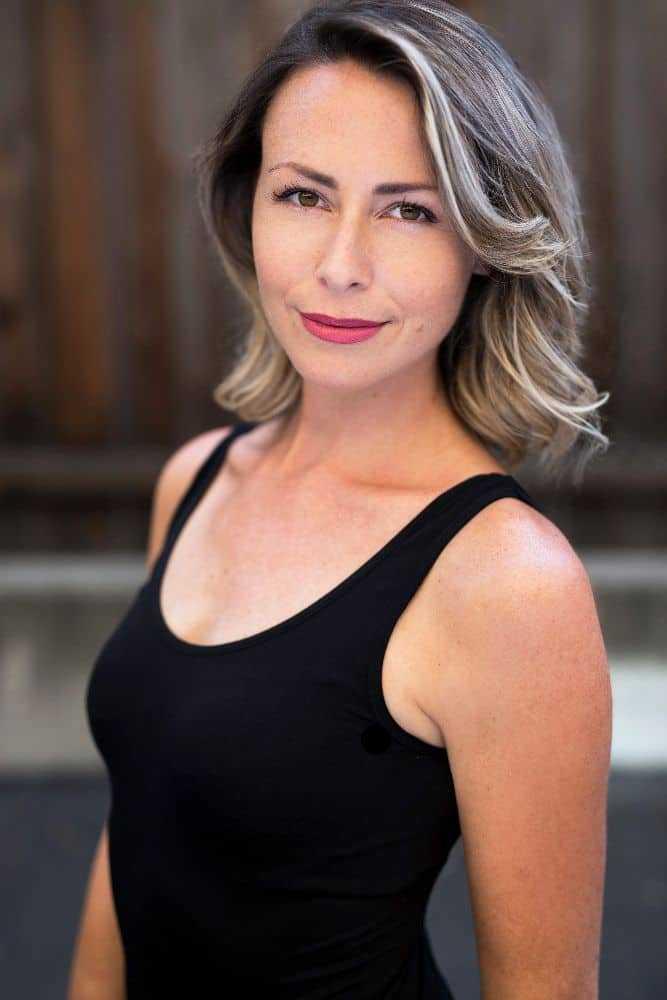 Pauline Egan sexy look pic