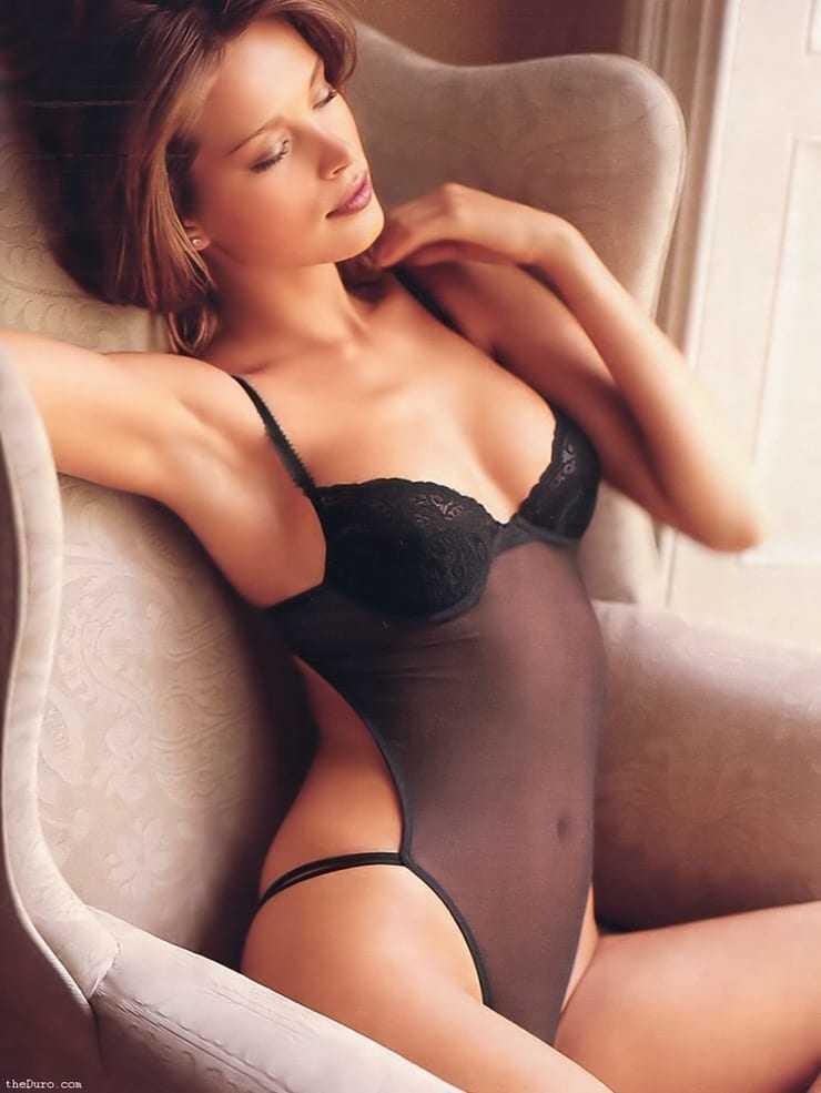 Petra Nemcova hot side boobs pics