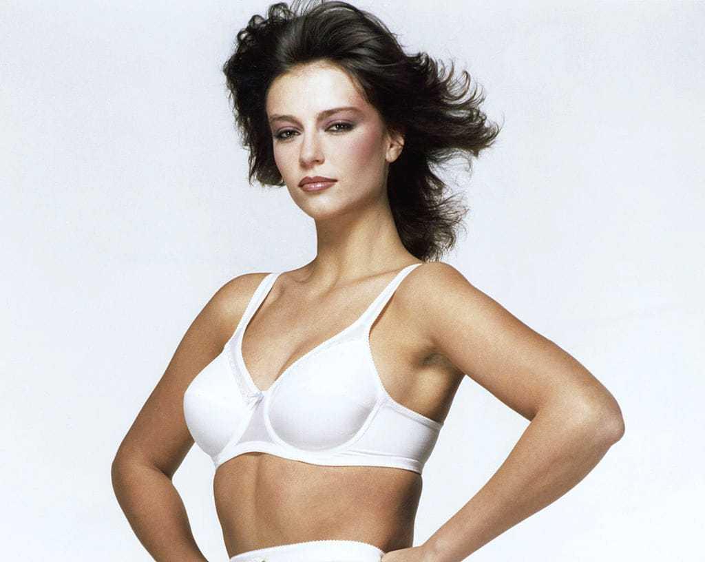 Rachel Ward sexy cleavage pics