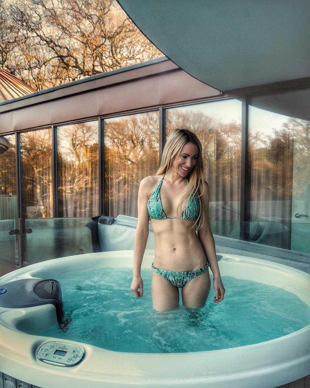 Rebecca Ferdinando bikini pics (2)