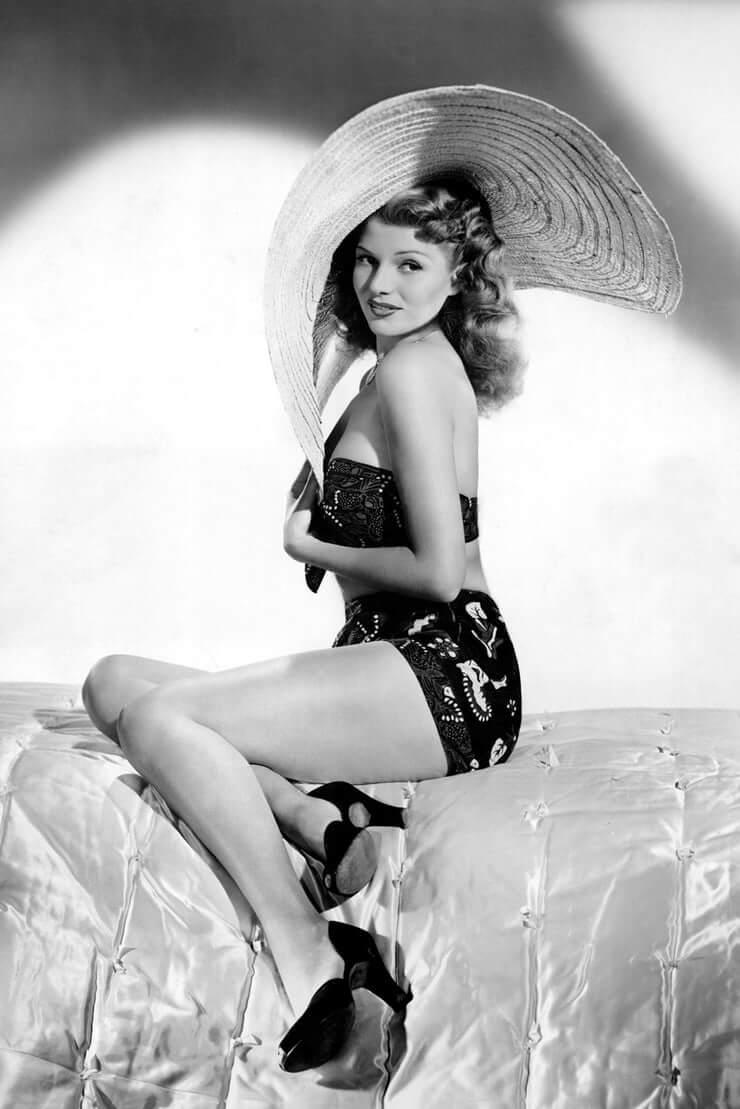 Rita Hayworth sexy look pics