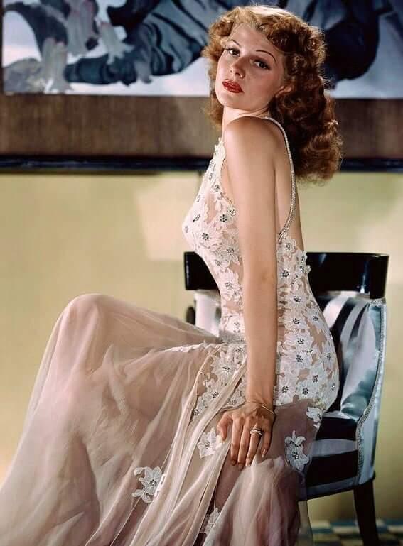 Rita Hayworth sexy side boobs pic