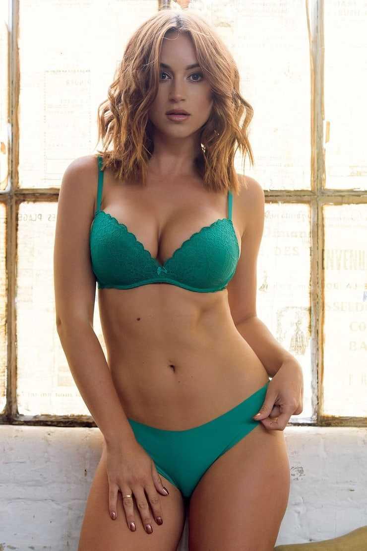 Rosie Jones hot pictures