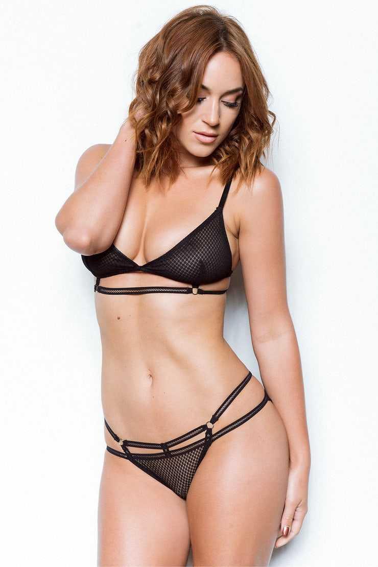 Rosie Jones sexy bikini pics