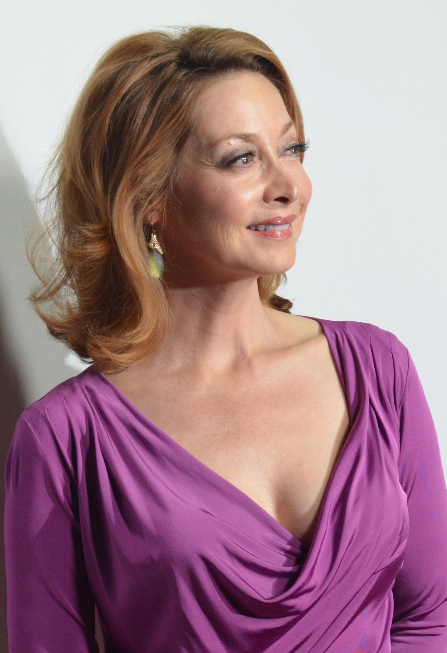 Sharon Lawrence sexy cleavage pic