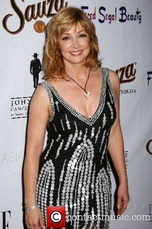 Sharon Lawrence sexy look pic