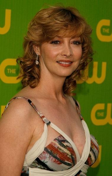 Sharon Lawrence sexy side boobs pic