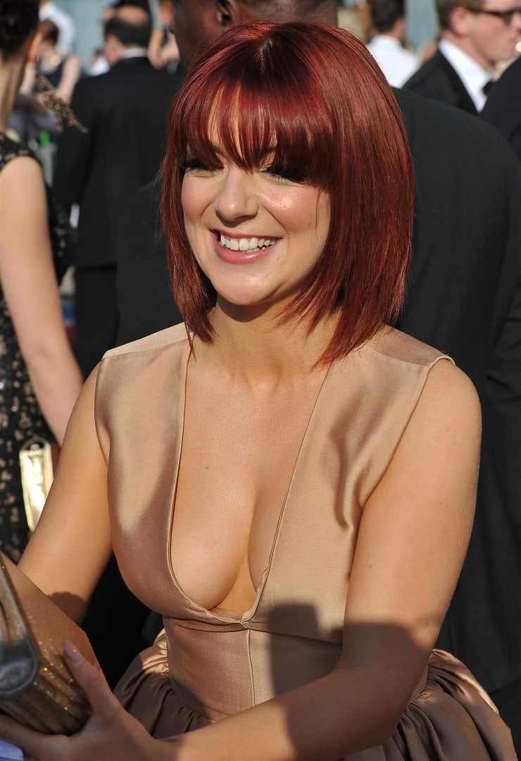 Sheridan Smith sexy cleavage pics