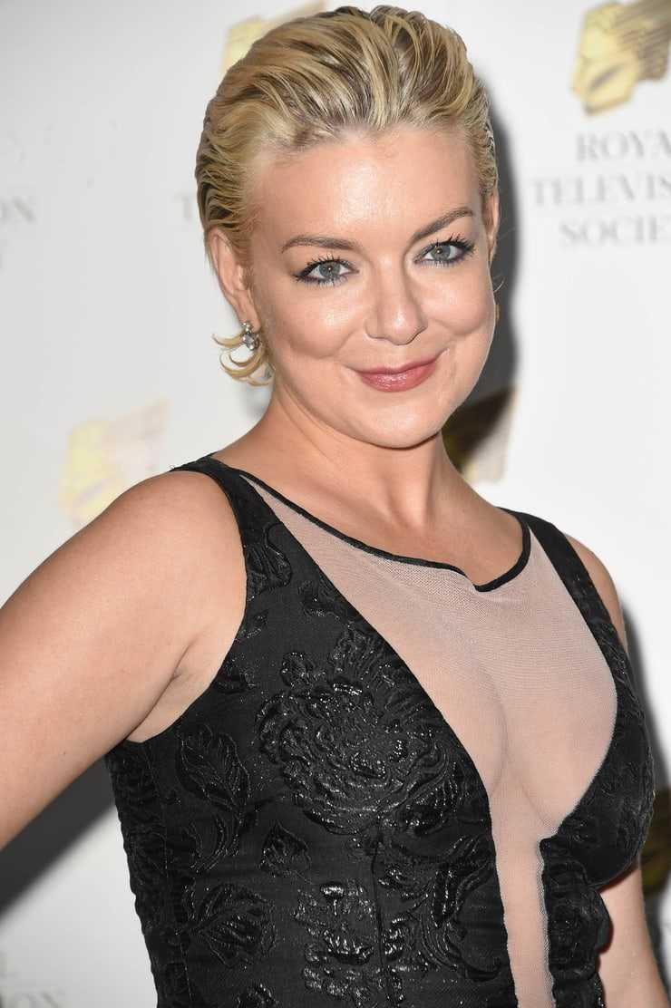 Sheridan Smith sexy side boobs pictures
