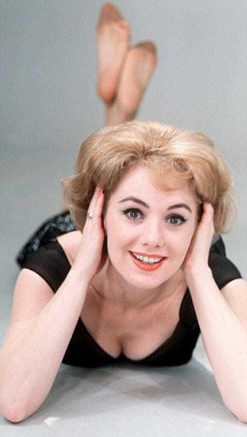 Shirley Jones busty pic