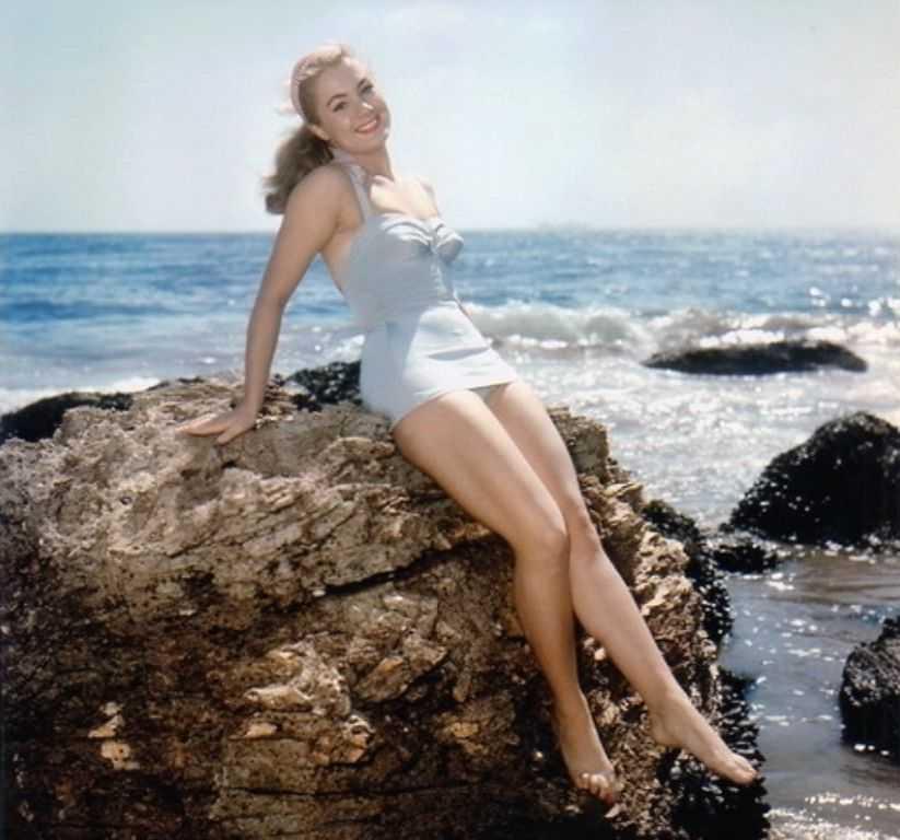 Shirley Jones sexy look pics