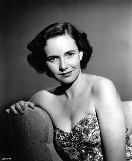 Teresa Wright cleavage pictures