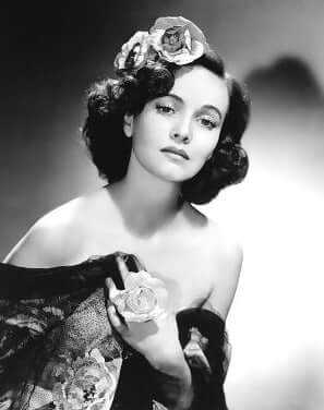 Teresa Wright sexy pictures