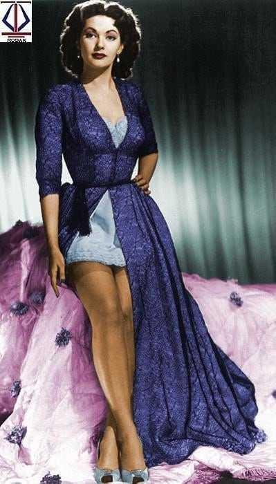 Yvonne De Carlo hot look pics