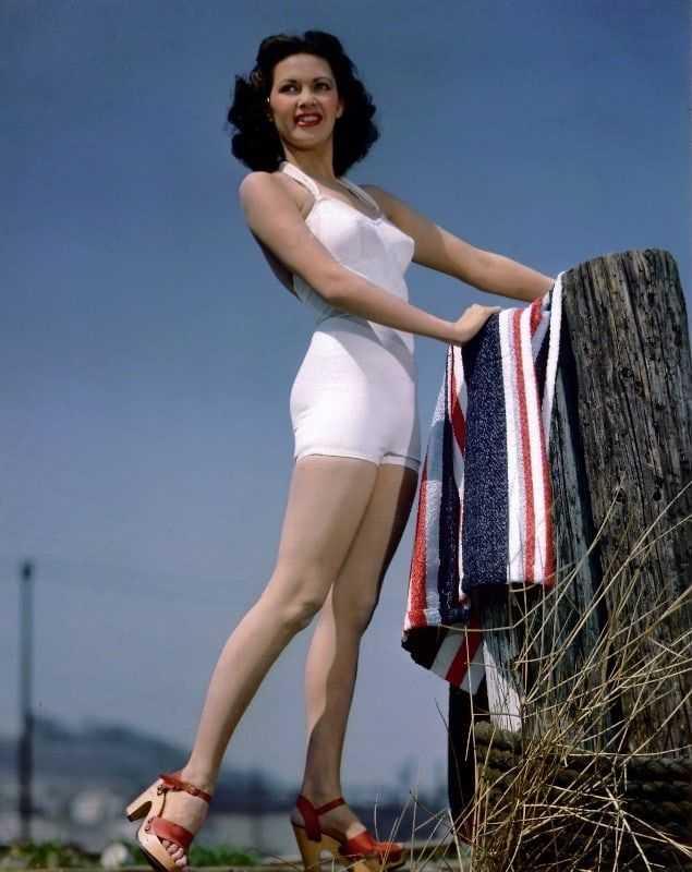 Yvonne De Carlo lingerie pics