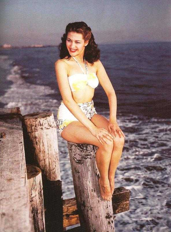 Yvonne De Carlo sexy lingerie pics